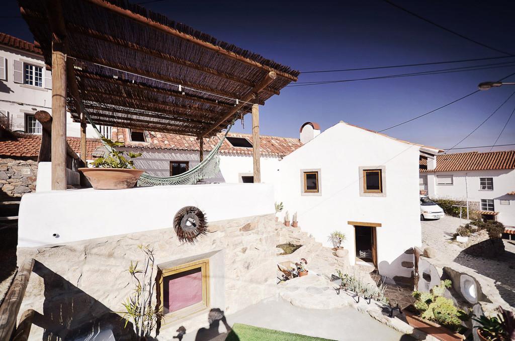r novation d 39 une vieille ruine en pierre portugaise. Black Bedroom Furniture Sets. Home Design Ideas