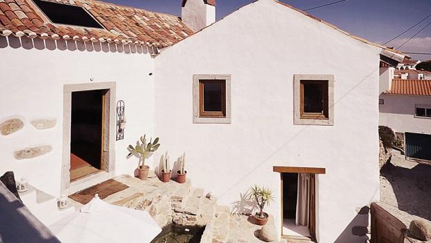 Rénovation d'une vieille ruine en pierre en une maison romantique
