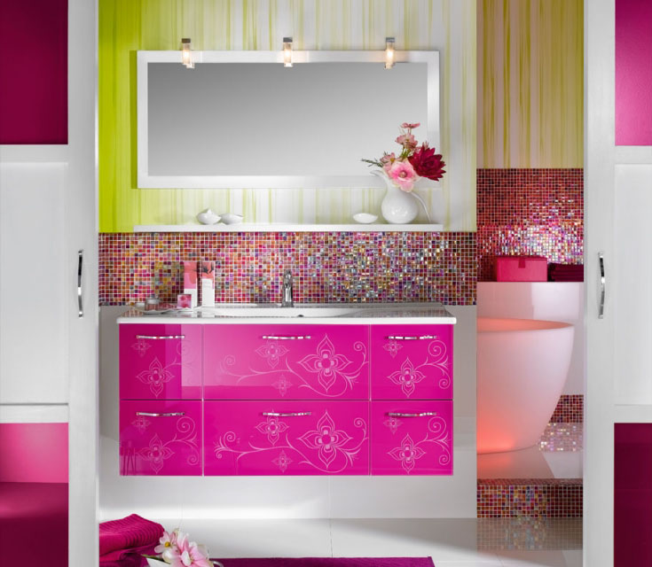 salle de bains brillante et unique (1)