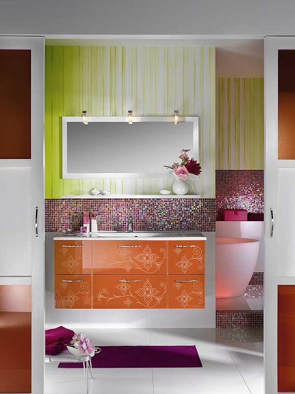 salle de bains brillante et unique (3)