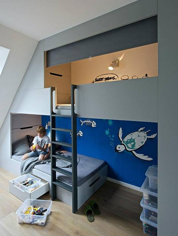 une chambre de gar on avec un lit mezzanine pour dormir et beaucoup d 39 espace de stockage. Black Bedroom Furniture Sets. Home Design Ideas