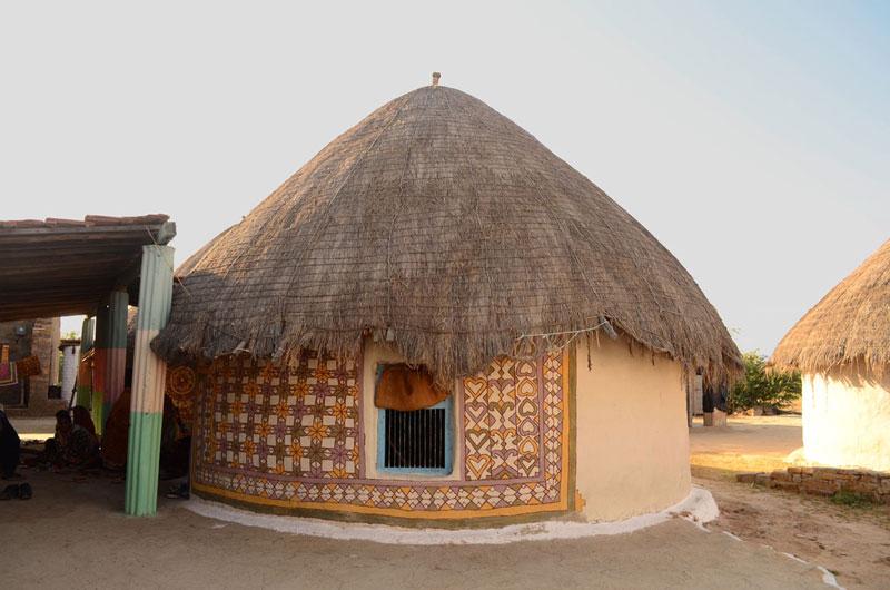 bhunga la maison traditionnelle de kutch. Black Bedroom Furniture Sets. Home Design Ideas