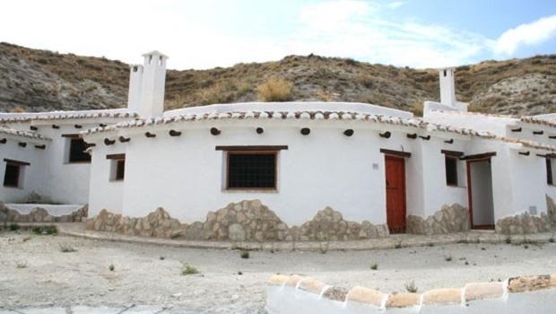 maison troglodyte andalousie
