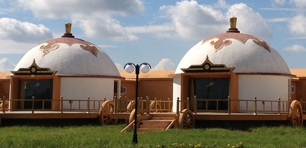 Yourte mongole maison des nomades en chine for Maison yourte moderne