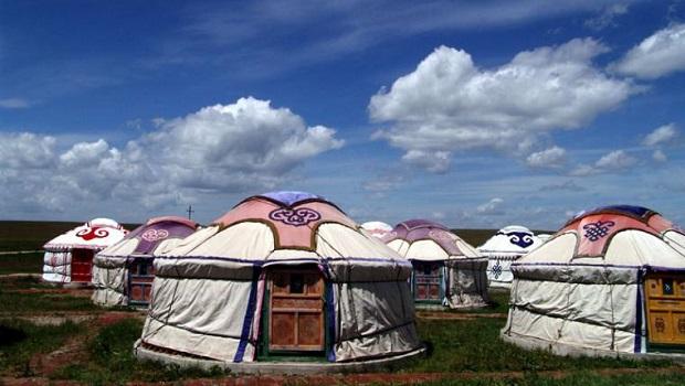 Yourte mongole maison des nomades en chine for Cuisine yourte