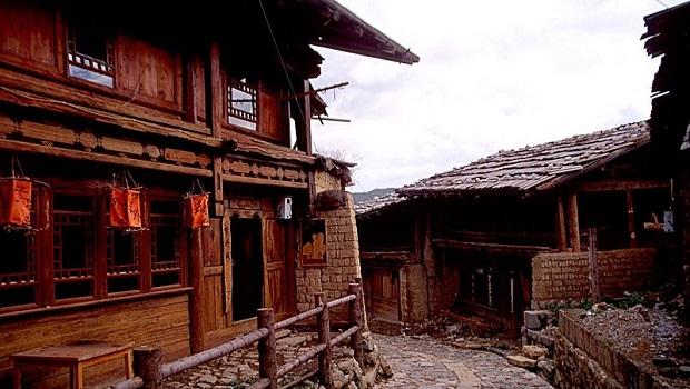 Les maisons tibétaines massives de Shangri-La