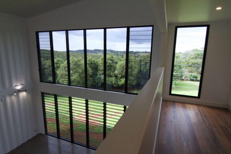 Une maison container de luxe avec des finitions for Maison avec des containers