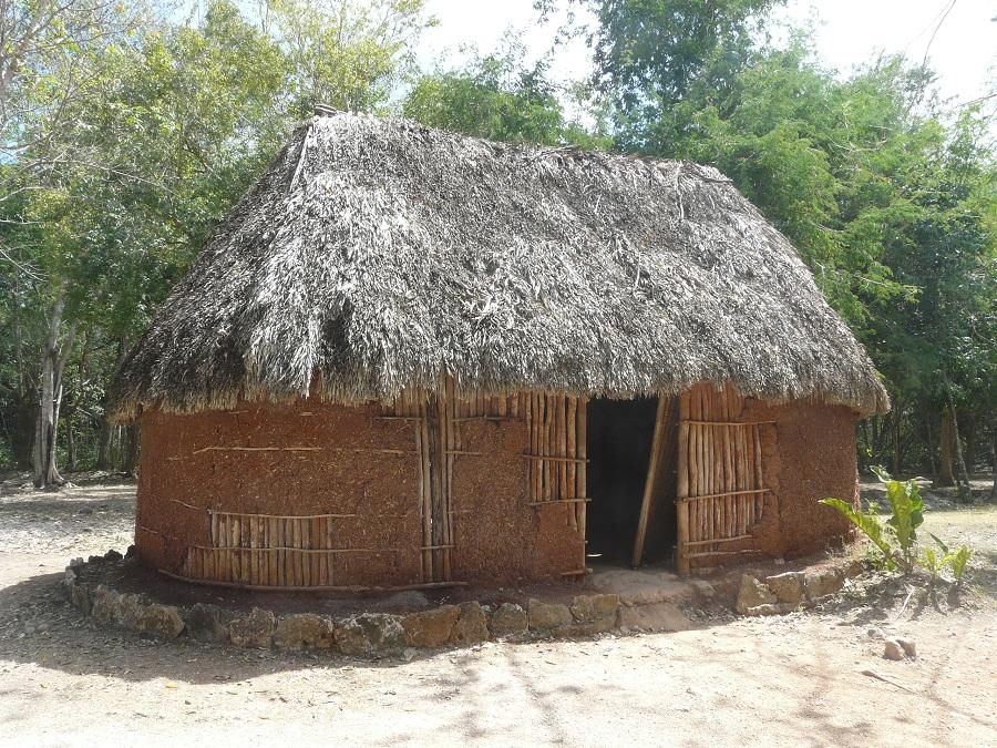Reconstitution d'une maison Maya sur le site de Chichen Itza au Mexique