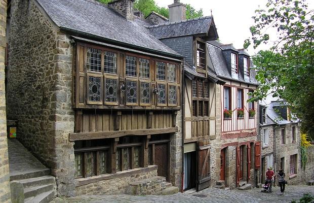 vieilles maisons pans de bois dinan