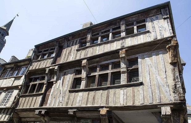 Les maisons pans de bois de dinan - La maison france cinq ...
