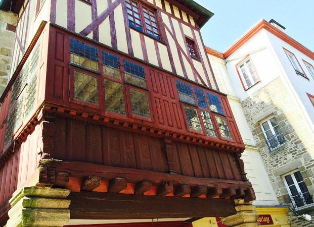 Les maisons pans de bois de dinan for Porche de maison en bois