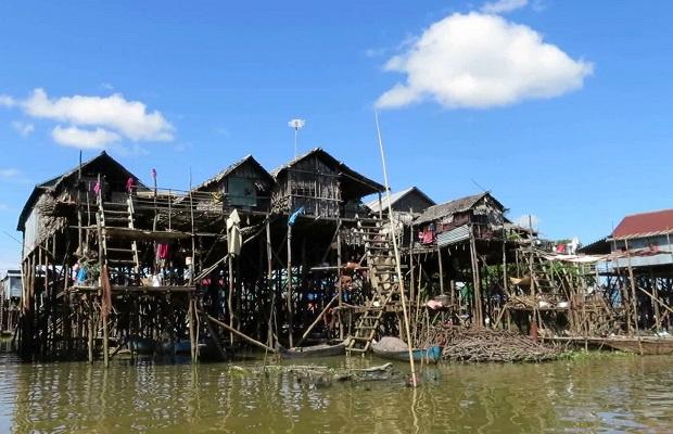 Maisons sur pilotis de kompong phluk for Acheter maison cambodge
