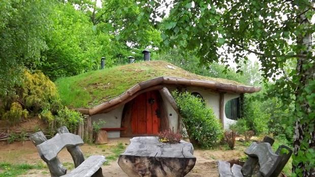 Une maison de style hobbit magnifique for Construire une maison de hobbit
