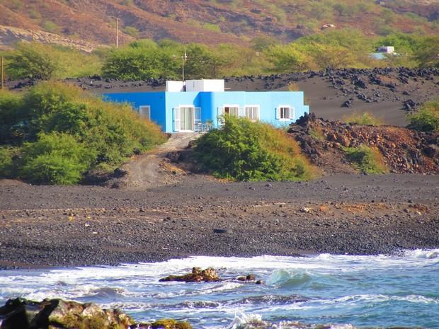 maison-coloree-decor-volcanique-1