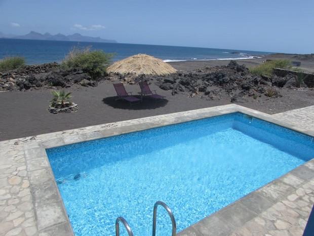 maison-coloree-decor-volcanique-3
