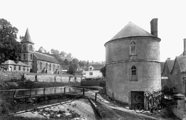 maison-dans-une-tour-de-pierre-a-chalford-2