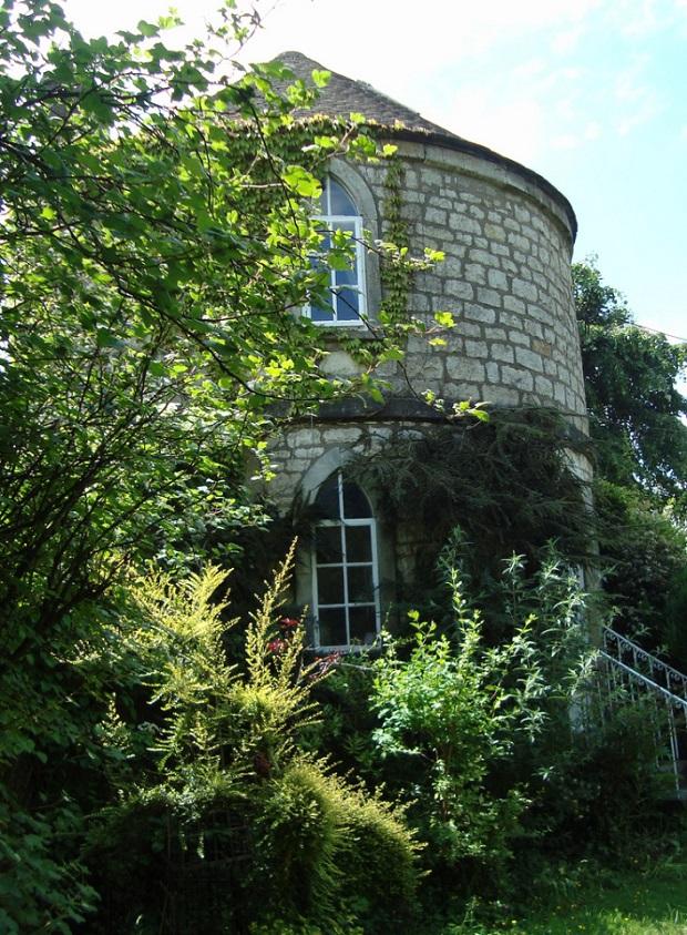 maison-dans-une-tour-de-pierre-a-chalford-8