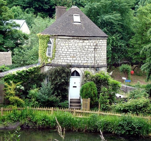 maison-dans-une-tour-de-pierre-a-chalford-9