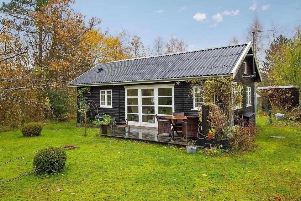 maison-ete-blanc-et-noir-danemark-1