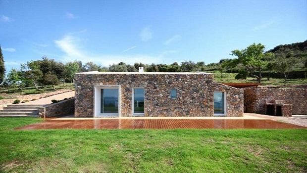 Une grange en pierre transformée en maison