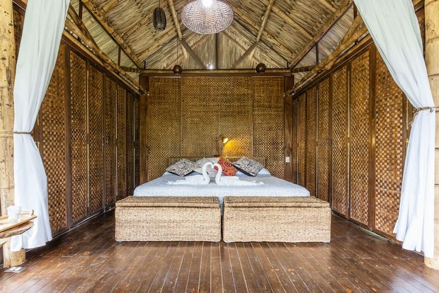 lit cabane maison du monde un lit cabane en bois brut. Black Bedroom Furniture Sets. Home Design Ideas