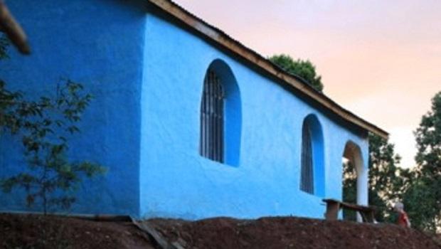 Maison rurale colorée en Éthiopie