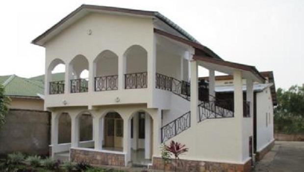 Chaque pi ce de cette superbe maison moderne ouvre sur l 39 ext rieur - Maison bois coloniale ...