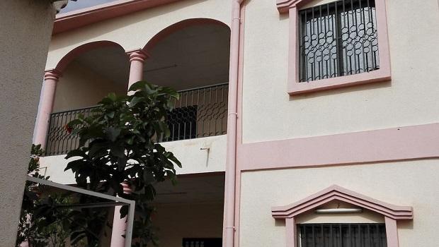 Maison rose à Ouagadougou