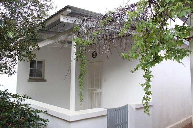 Belle maison au toit de t le au bostwana for Toit de tole