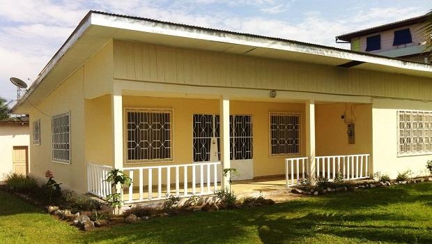 Maison typique des villes du cameroun for Maison typique