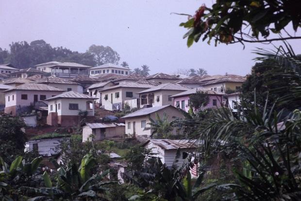 elegant population duenviron habitants est la deuxime plus grande ville de bioko retrouvez. Black Bedroom Furniture Sets. Home Design Ideas