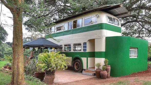 Un bus transformé en une charmante habitation