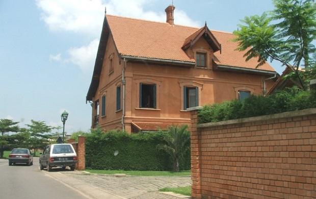 Maison moderne en brique à tana water front maisons brique madagascar