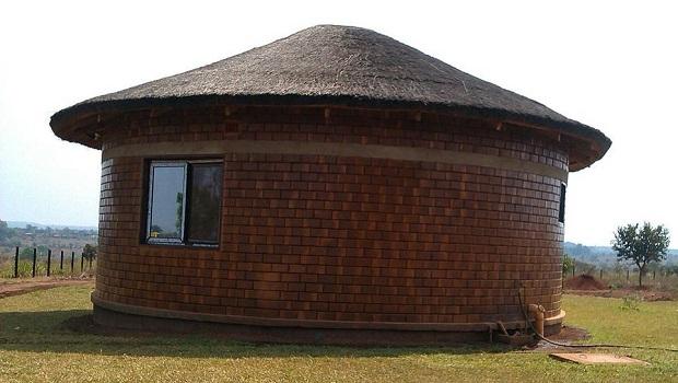 Magnifique hutte de brique au Malawi