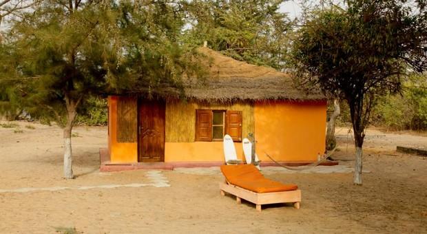 huttes colorées gambie