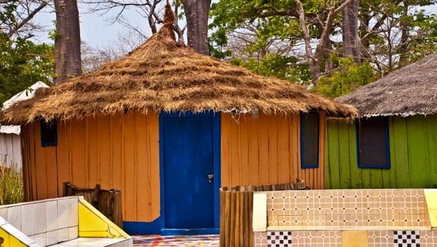 huttes colorées en gambie