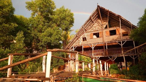 Majestueuse hutte de roseaux à Madagascar