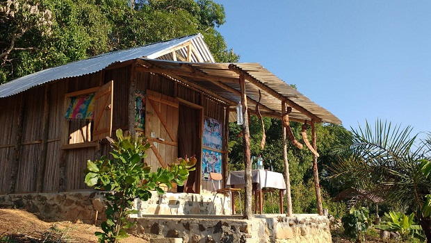 Petite maison malgache en bois de palissandre