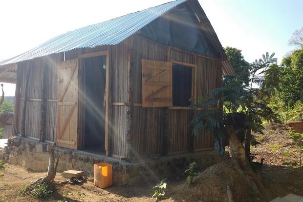 Petite maison malgache en bois de palissandre ~ Bois De Madagascar