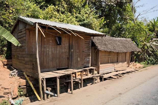 Bois de madagascar for Maison traditionnelle malgache
