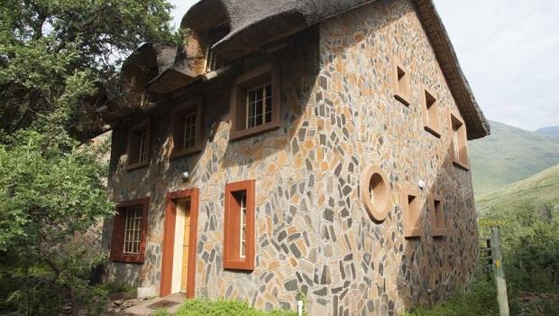 Superbe maison de pierre au Lesotho