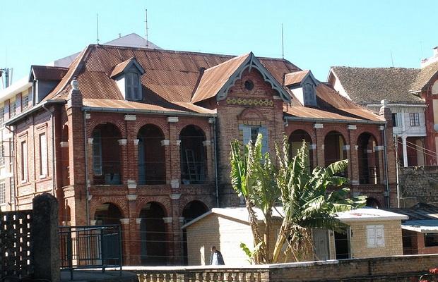 maison briques madagascar