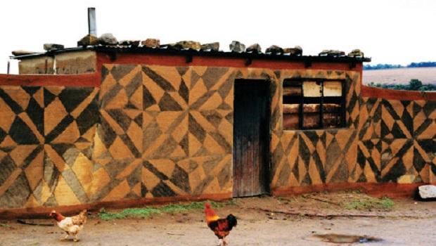 maison décorée basotho