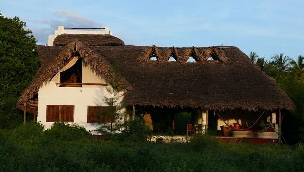 Superbe villa au toit de chaume