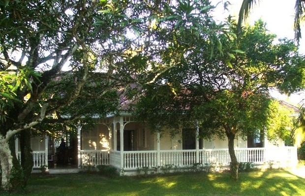 superbe villa de style colonial madagascar. Black Bedroom Furniture Sets. Home Design Ideas