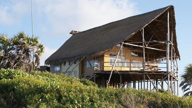 Maison sur pilotis au Mozambique