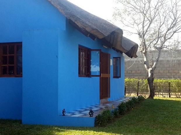 magnifique maison color e au toit de chaume au mozambique. Black Bedroom Furniture Sets. Home Design Ideas