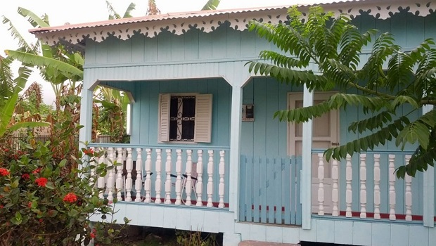 Maison en bois typique à Sao Tomé