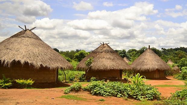 les maisons traditionnelles au nigeria. Black Bedroom Furniture Sets. Home Design Ideas