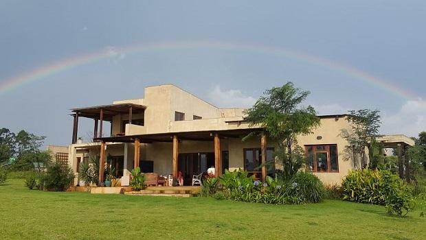 belle maison de campagne au swaziland. Black Bedroom Furniture Sets. Home Design Ideas